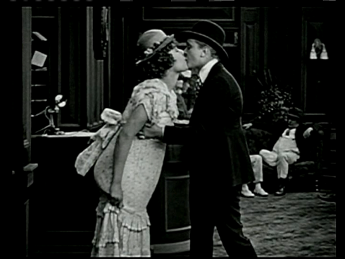 Beso_mujeres_cine_1919