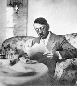 Hitler-con_gafas