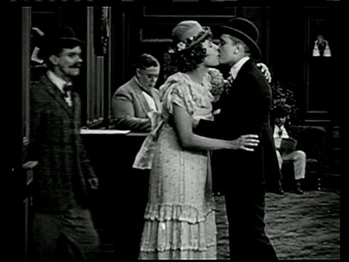 Mujeres_besandose_cine_clasico